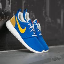 Nike Wmns Roshe One Retro Racer Blue/ Versity Maize SL Black