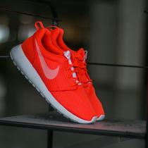Wmns Nike Roshe One Total crimson/ White